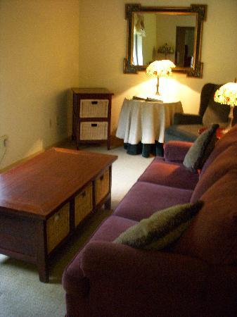 Northern Rail Traincar Inn: Den with pullout sofa sleeper