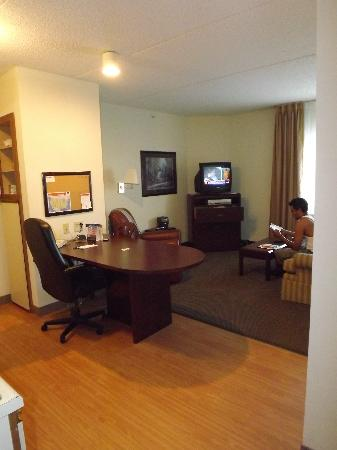 Candlewood Suites Chicago O'Hare: plenty of space for a family of 4