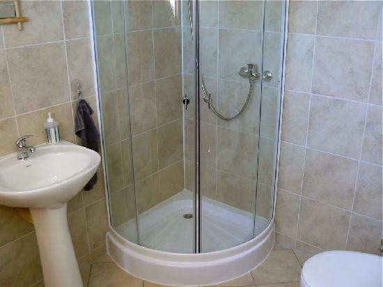 Patagonia Hostel Coyhaique: Bath Room