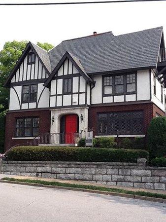 Bluff View Art District: Maclellan House