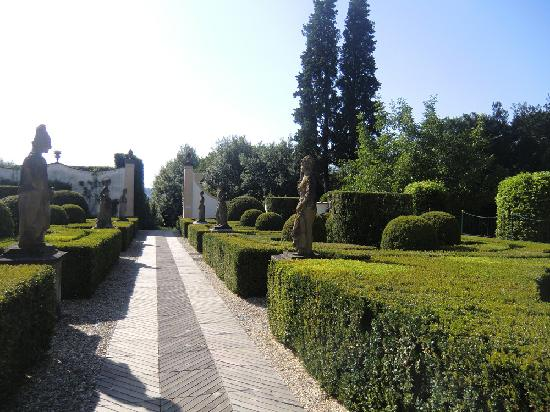 Villa Le Piazzole: Weg von Villa zum Pool