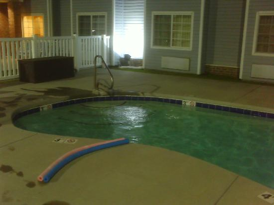 Rodeway Inn & Suites: pool in the evening