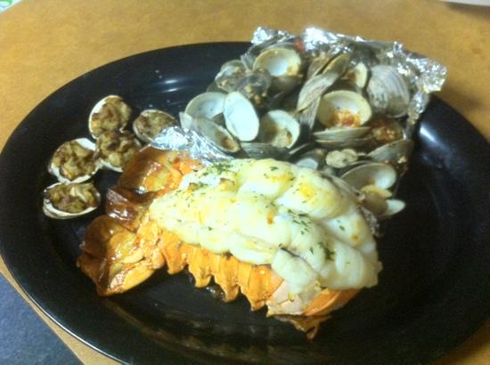 Mays Landing, นิวเจอร์ซีย์: 24oz Lobster Tail, Steamers, and Clams Casino