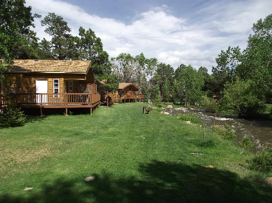 Riverview Pines: A view of the cabin from the front and side