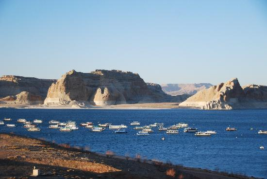 Lake Powell Resort: The water is really this blue!