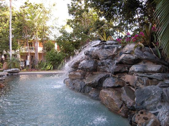 Paradise Links Resort: top pool with waterfall