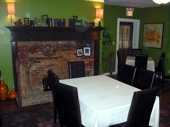Michael's Fine Food & Spirits: dining area