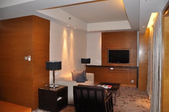 Radisson Blu Cebu: living room area