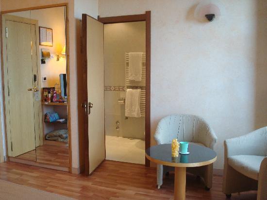 Minerva Hotel : Room 232