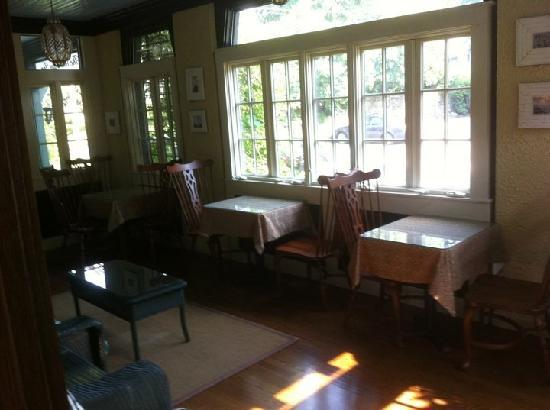 The Bertram Inn: Sun room