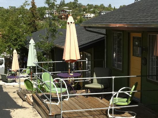 The Motor Lodge: Every Room has a deck/porch