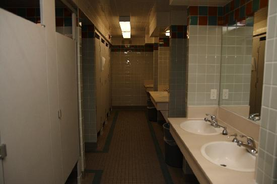 Pacific Spirit Hostel at UBC: Bathroom/Showers