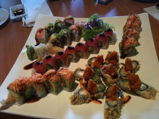 Sakura Asian Restaurant : Scopion roll, I Love You roll, King Roll, Volcano Roll