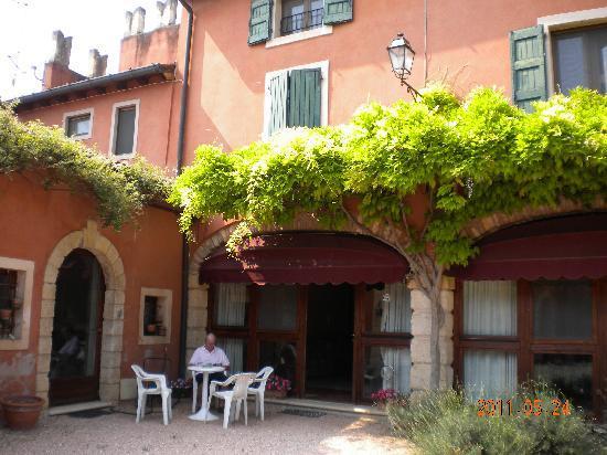 Corte Beatrice : Apartment from carpark