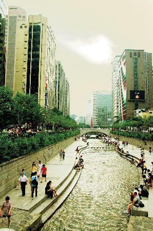 Seul, Corea del Sud: River in Town