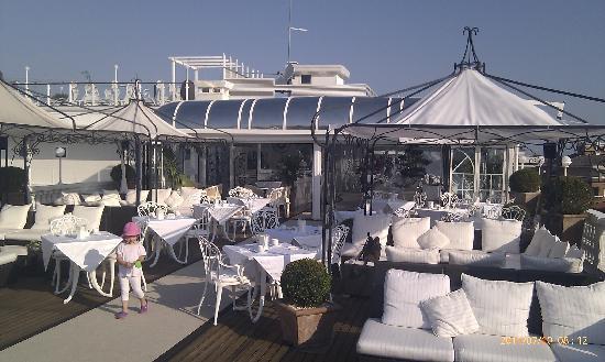 Hotel Italia Palace: top floor breakfast and bar terrace
