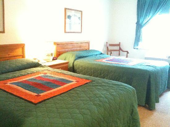 The Inn at Amish Acres: Two DOUBLE beds