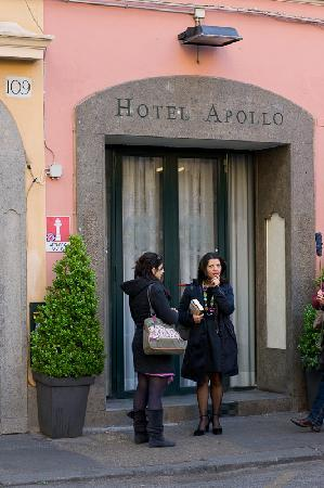 Apollo Hotel: Enterance to the hotel