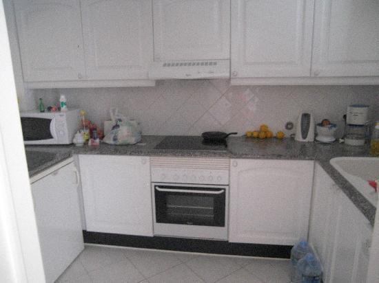 Balaia Golf Village: kitchen