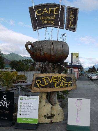Rivers Cafe: Exterior