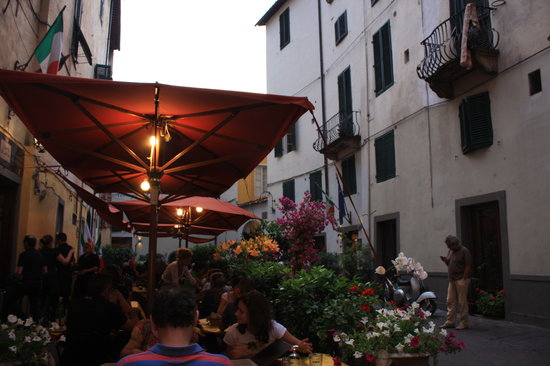 L'Oste di Lucca: Exterior