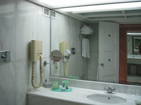 NJV Athens Plaza: cuarto de baño