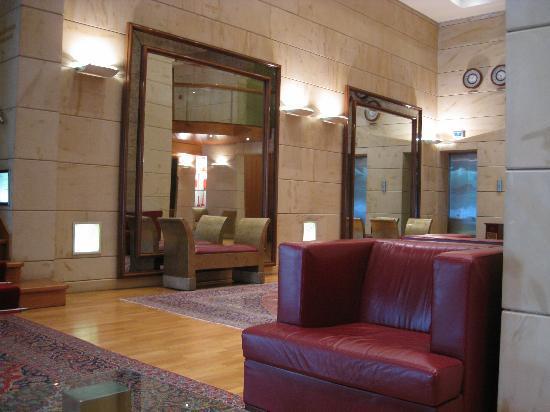 NJV Athens Plaza: hall
