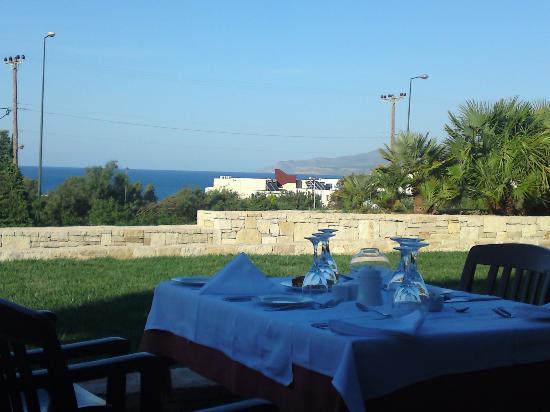 Grand Hotel Holiday Resort : Vor dem Abendessen im Grand Hotel mit Blick auf´ s Meer