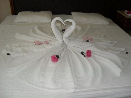 Luana Hotels Santa Maria: Bed design