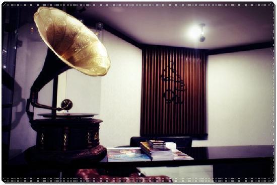 9W Boutique Studio: สัญลักษณ์ของโรงแรมเป็นเครื่องเสียงสมัยก่อน