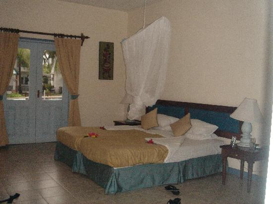 Royal Reserve Safari and Beach Club : Bedroom with en suite