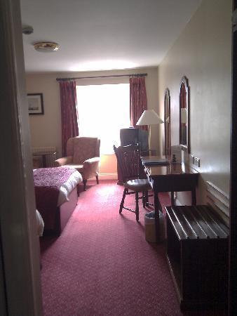 Dooley's Hotel Waterford: Dooley's - entrance & general look from left angle