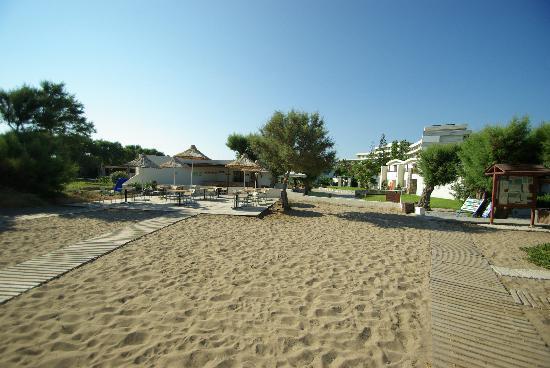 Agapi Beach Hotel: La taverne de la plage, idéal pour le déjeuner, en terrasse à l'extérieur