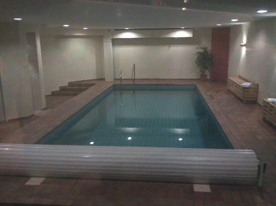 Wald & Golfhotel Lottental: Swimming pool in the basement