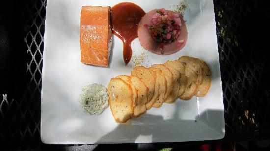 Granite Creek Vineyards : smoked salmon unbelievable!