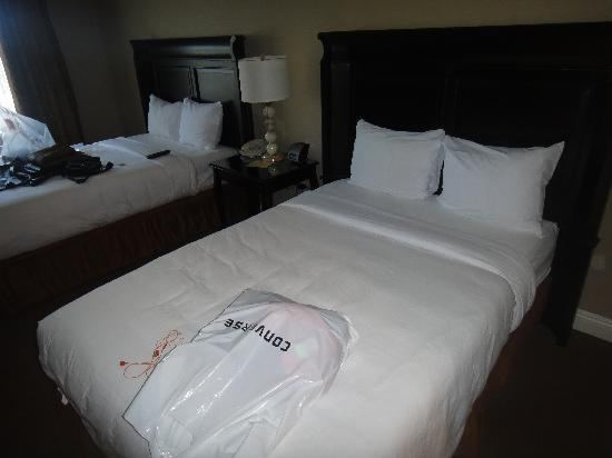 Ayres Hotel Ontario Mills Mall : Clean room & good beds