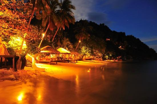 Japamala Resort - By Samadhi: the beach at night