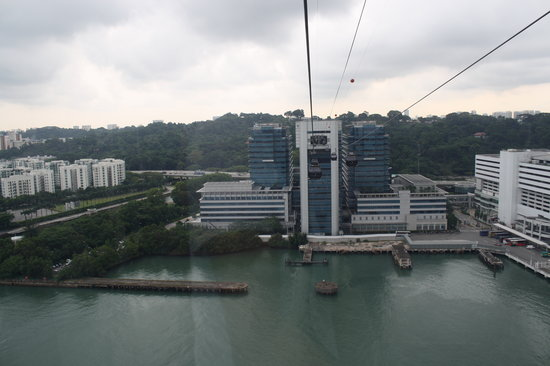 Singapore Cable Car (Sentosa) : A view of the cable cars