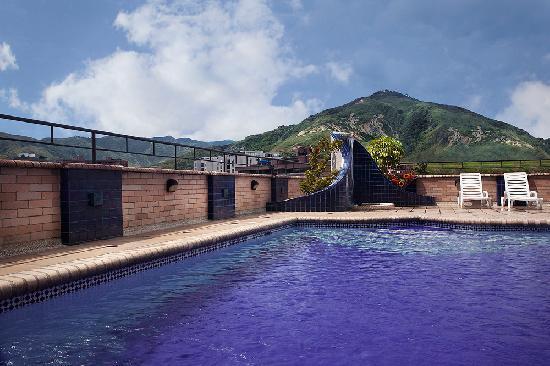 Piscina fotograf a de hotel obelisco cali cali tripadvisor for Hoteles en iquitos con piscina