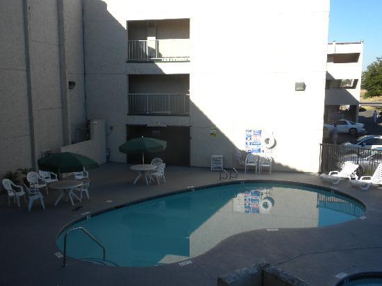 EconoLodge Sacramento North: The pool