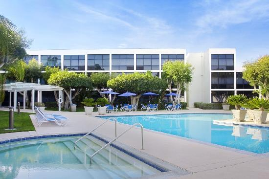 Four Points by Sheraton San Diego: Oversized Pool & Jaccuzzi
