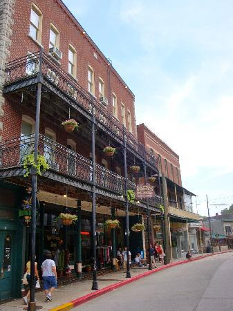 The New Orleans Hotel: front