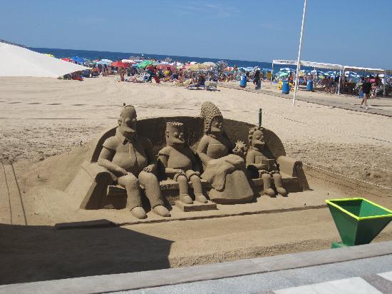 Hotel Helios Benidorm: 'The Simpson's sand sculpture on beach