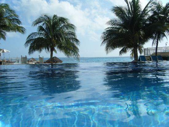 Hotel Riu Cancun: Relaxing pool
