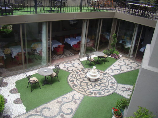 Sokullu Pasa Hotel: Hotel atrium