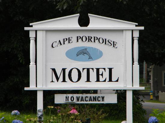 The Cape Porpoise Motel: Sign out front -