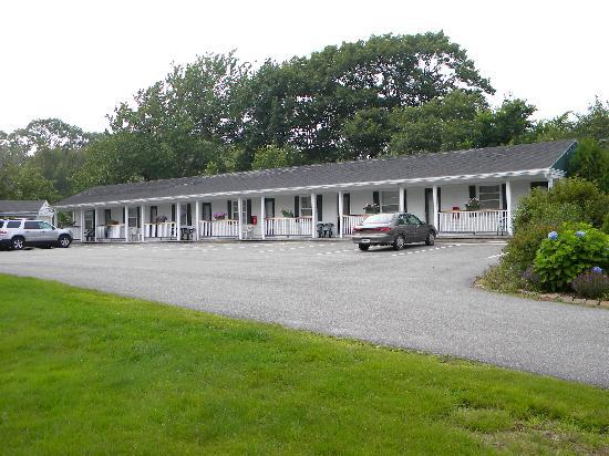 The Cape Porpoise Motel: A veiw of the motel units