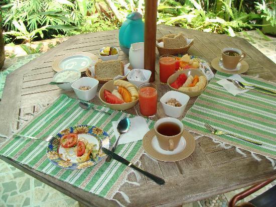 LadyBamboo Villa: Frühstück auf Terrasse