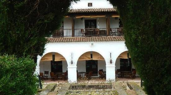 Parador de Guadalupe : Vista desde el Jardín al Restaurante Exterior.