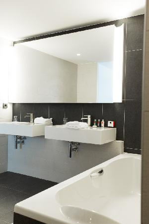 Royal Antibes Hotel, Residence, Beach & Spa: Bathroom